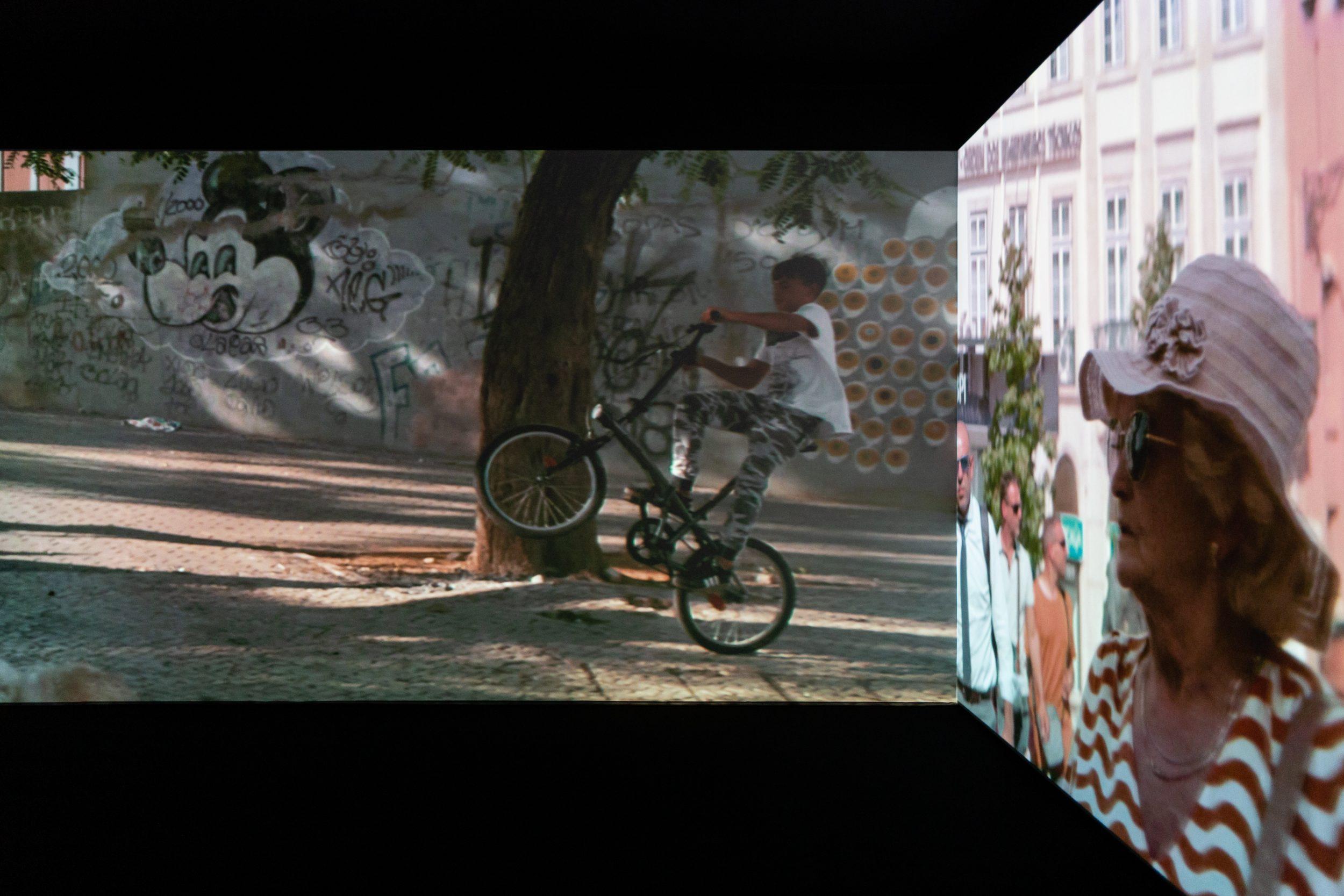 Exhibition view: Fenestra Alexandre Farto aka Vhils Galeria Vera Cortês 2021